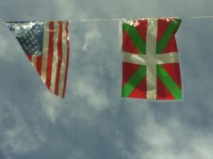 Ikurrina-y-bandera-americana
