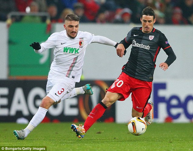 ©Bongarts/Getty Images| Aduriz escapes the attentions of Kostas Stafylidis (left) in Bilbao's Europa League match against Augsburg