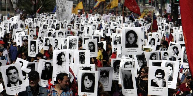 Manifestantes-conmemoración-40-aniversario-golpe-militar-Santiago-de-Chile
